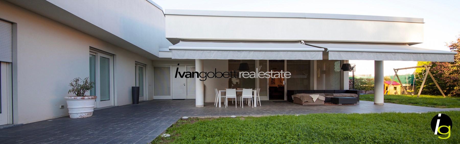 Design villa with pool near Como for sale