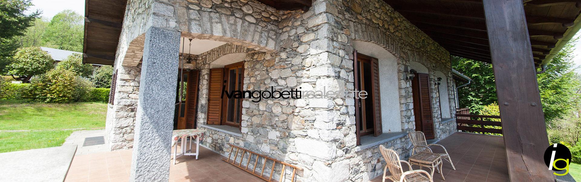 Vendesi villa in sasso con panoramica vista del Lago Maggiore, Verbania