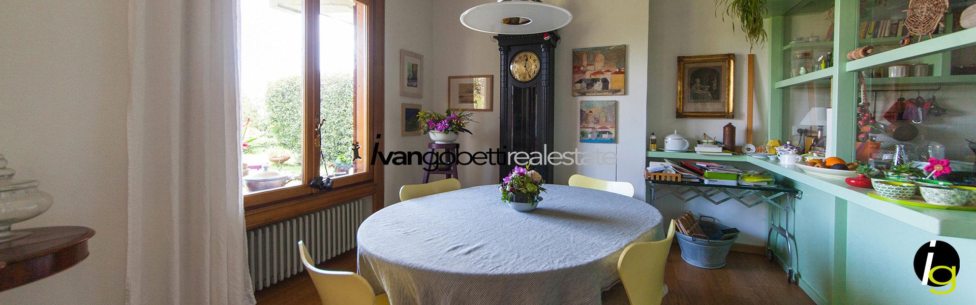 Vendesi villa in sasso con vista del Lago Maggiore, Verbania