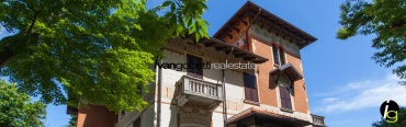 (English) Historic villa with park, dependance and Lake Maggiore view