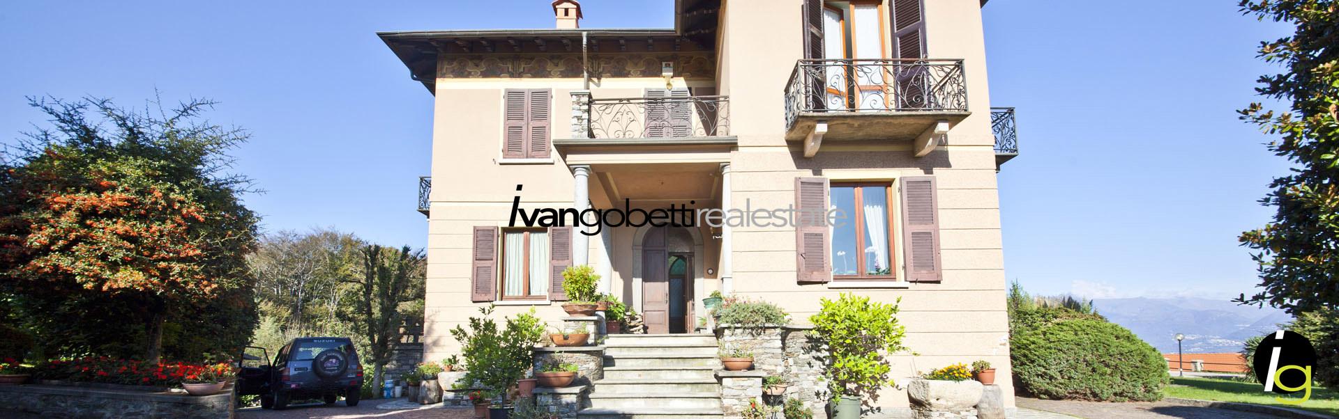 In vendita sul Lago Maggiore Stresa Villa d'epoca con parco