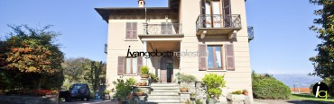 For sale vintage villa with park on Lake Maggiore Stresa