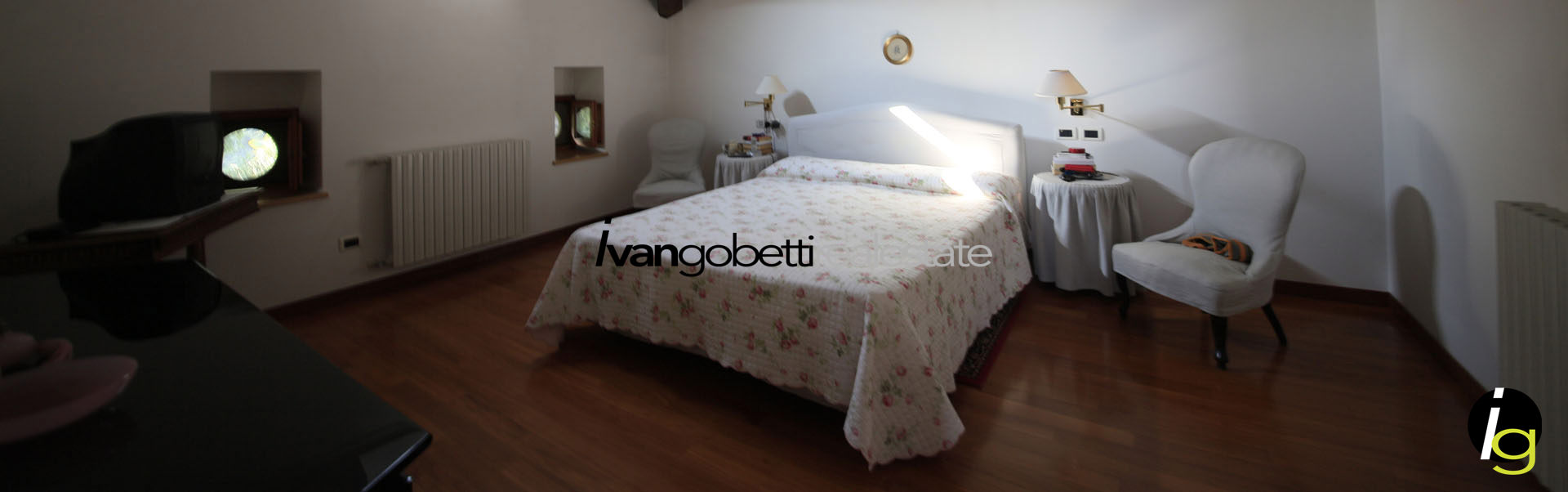 Apartment in historic villa with large park on Lake Maggiore