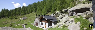 For sale: property that consists of two villas with park immersed in nature in Varzo, Alps, Northern Italy
