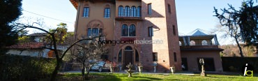 Borgomanero, for sale charming castle of 1700 with garden