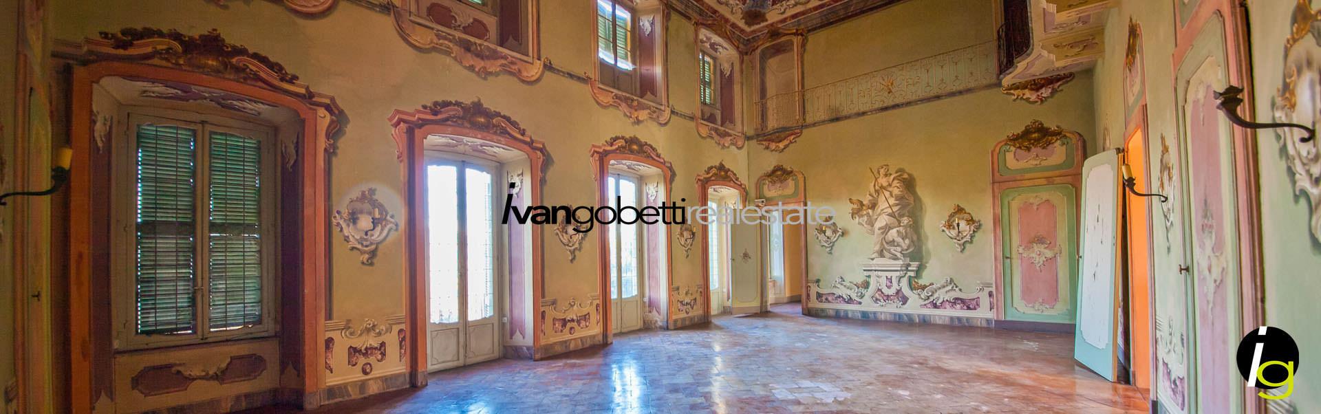 Италия Озеро Варезе, продаётся Замок