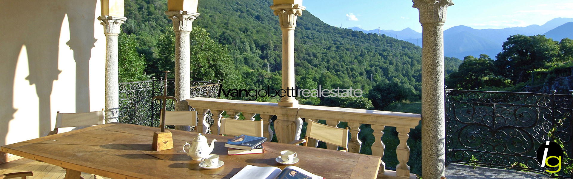 Maggiore Lake, Luxurious Castle of 1700 for sale