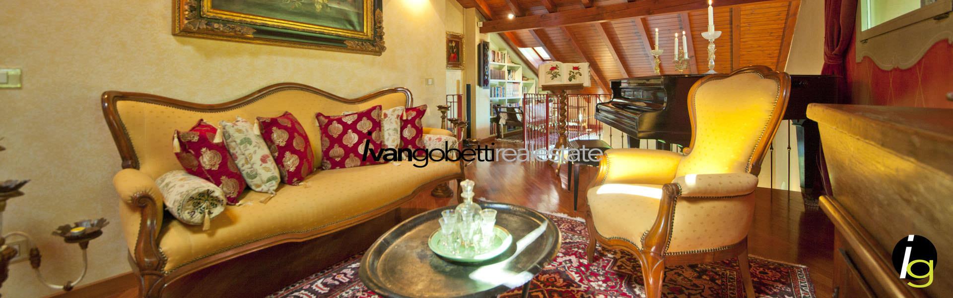 Vendesi lussuosa villa con parco botanico e piscina sulla costa lombarda del Lago Maggiore