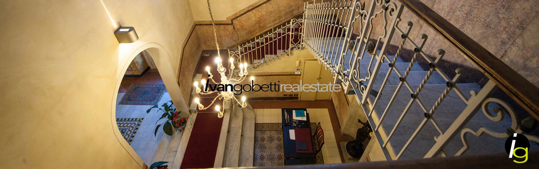 Varese, for sale historic Villa with park.