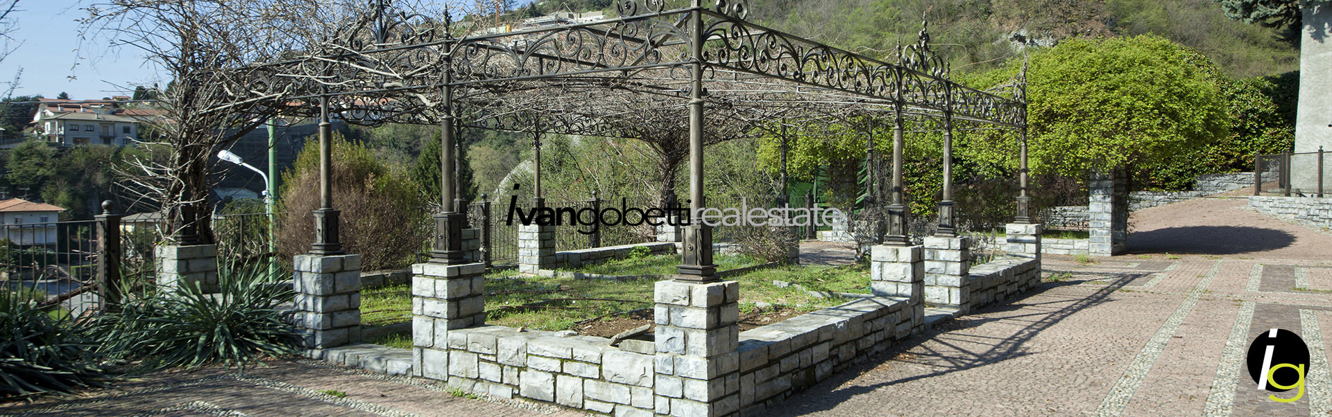 For sale prestigious villa with park and lake view in Cernobbio