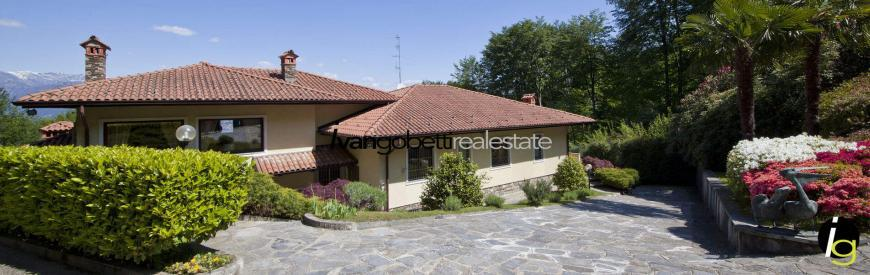 Prestigious villa for sale with a park, surrounded by greenery in Stresa on Lake Maggiore, Italy