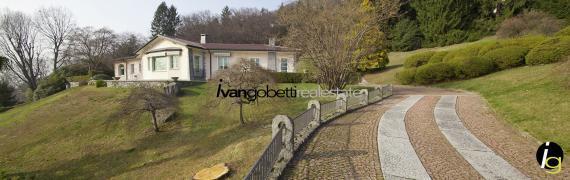 """Villa mit Park und Aussicht auf  """"Golfo Borromeo"""" Verbania am Maggiore See zum Verkauf"""