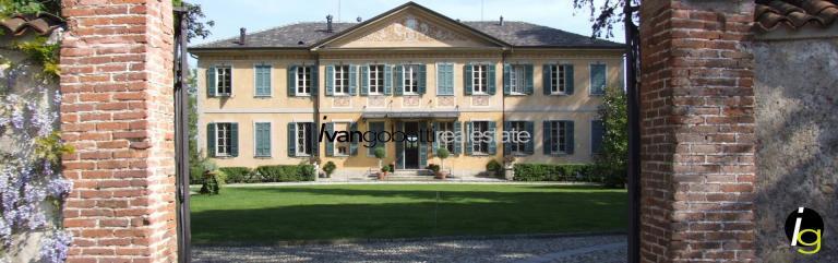 Varese, Villa d'epoca con giardino in vendita