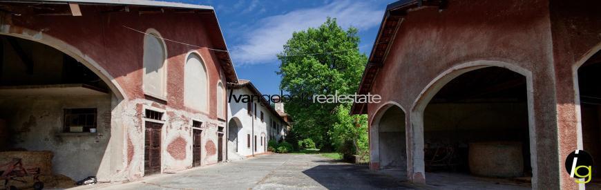 Prestigious historical house on the shores of Lake Maggiore for sale